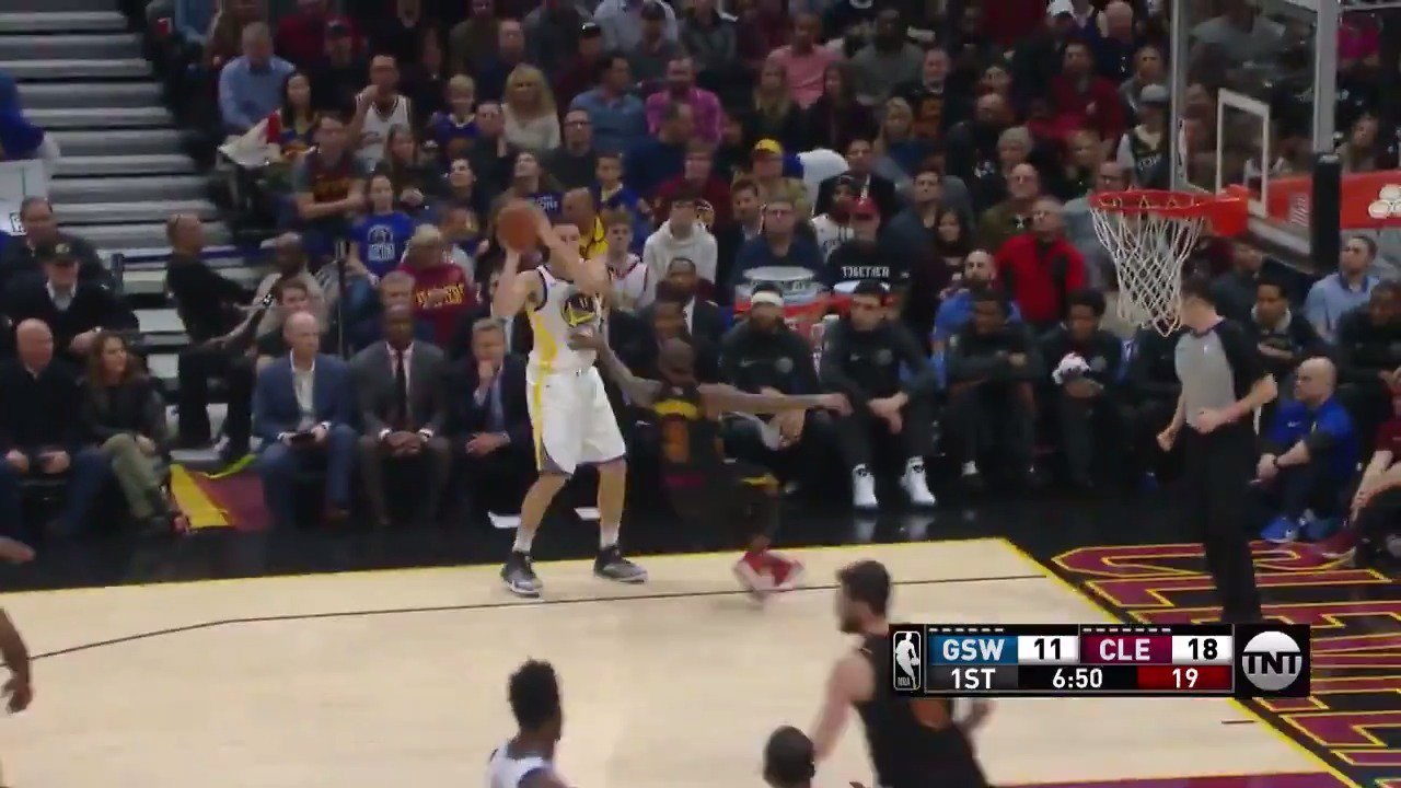 Klay Thompson #NBAVote   Don't forget to make your vote count twice » https://t.co/RPNSRzeVOw https://t.co/3BGZTLiiRa