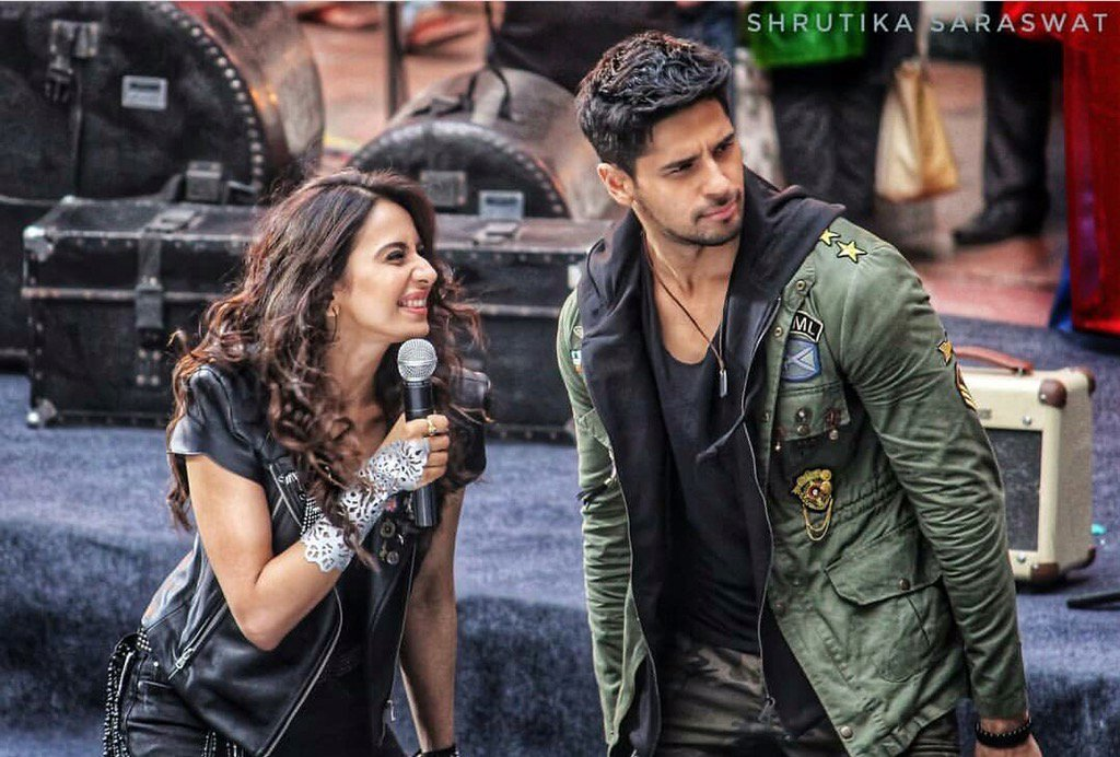 Happpppppy bday to the not so aiyaar in real life @S1dharthM .wishing u the best of everything..keep slaying ! ���� https://t.co/8gTz0kYIcm