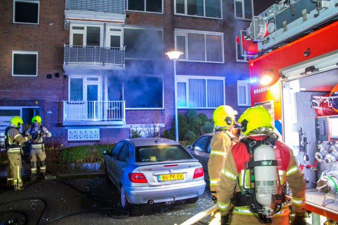 Vlaardingen; Personen springen uit raam tijdens brand https://t.co/Gp17UtoLUr https://t.co/0MLWZaJbuD