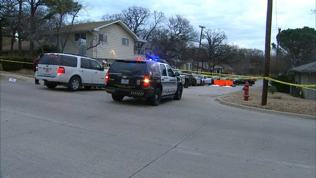 test Twitter Media - RT @FOX4: Officers fatally shoot suspect in Bedford https://t.co/Ds9yQ5xXrk https://t.co/V2gGMSCbnr