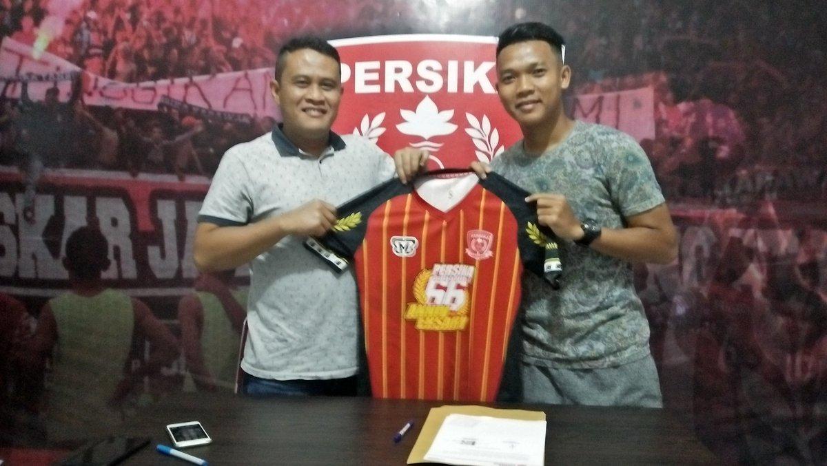 RT @OfficialPersika: Resmi: M Taopik (Sogeng) berseragam Persika Karawang selama musim 2018  #PersikaJawara https://t.co/kRkxEvKGd9