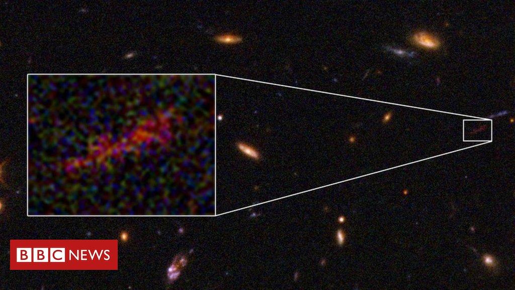 Hubble scores unique close-up view of distant galaxy