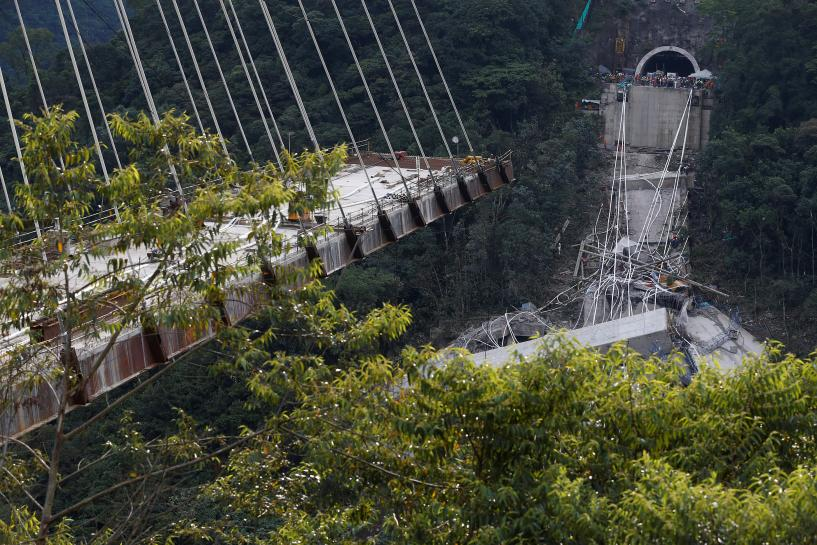 Collapse of Colombian bridge kills nine workers, injures five https://t.co/8GAstt60eo https://t.co/WEl2W5XipI