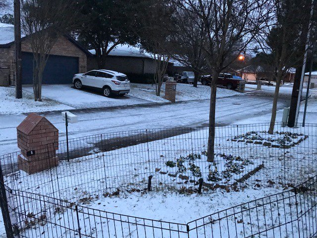 test Twitter Media - RT @EvanAndrewsFox4: ICE...isn't nice! Snow covered icy street near Cedar Creek Lake  courtesy: Sandra Hewitt https://t.co/2n5Nz5E8bZ