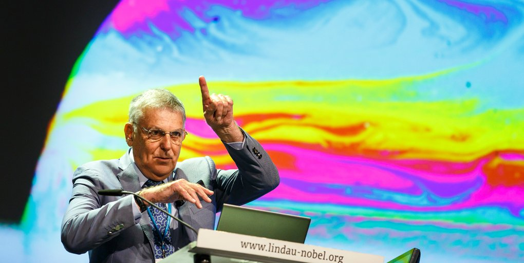 test Twitter Media - At #LiNo16, #NobelLaureate Dan Shechtman talked about the science and beauty of soap bubbles: https://t.co/AiBxS9OqbX #physics #optics https://t.co/C7xC9yAHlE