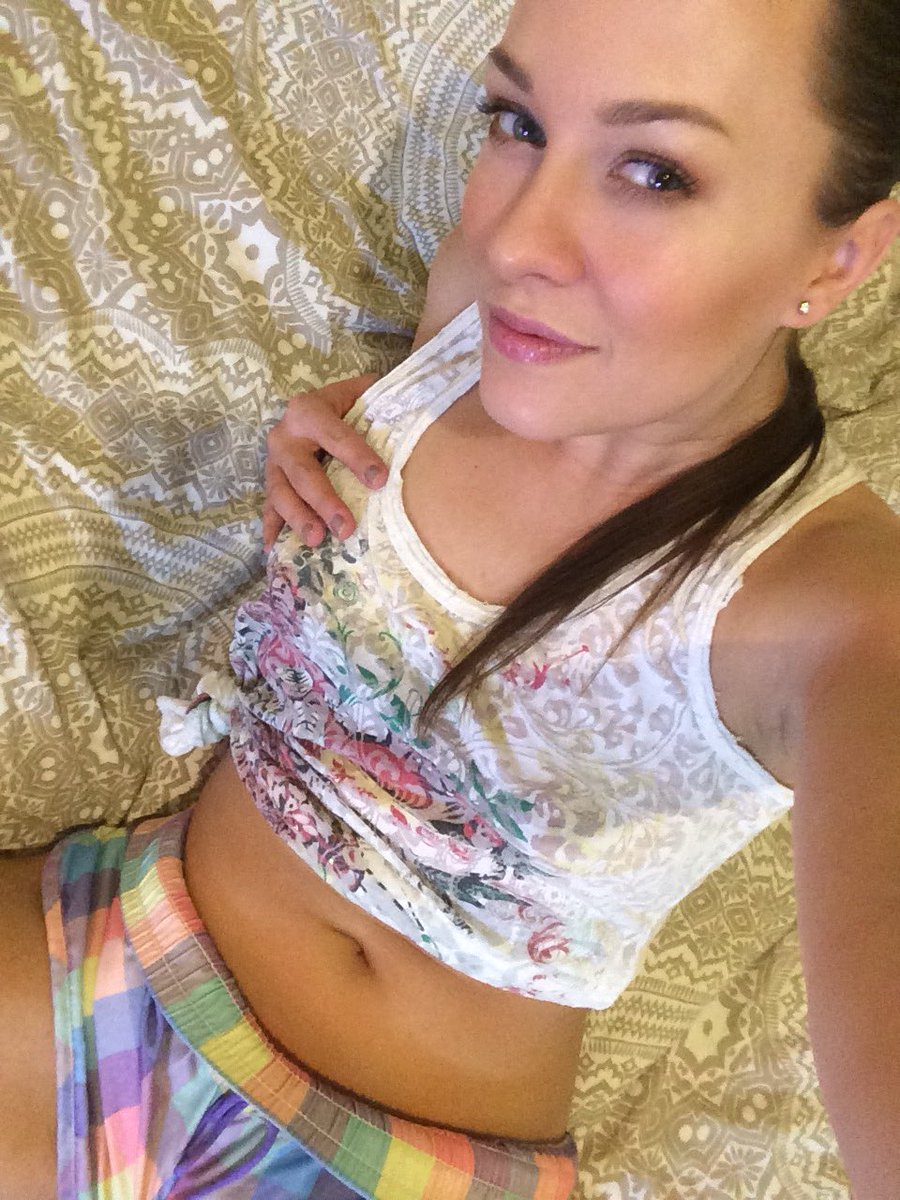 Online now on ! BlueAngelTaylor come chat with me ☺️😘 kKaGEF8I5j