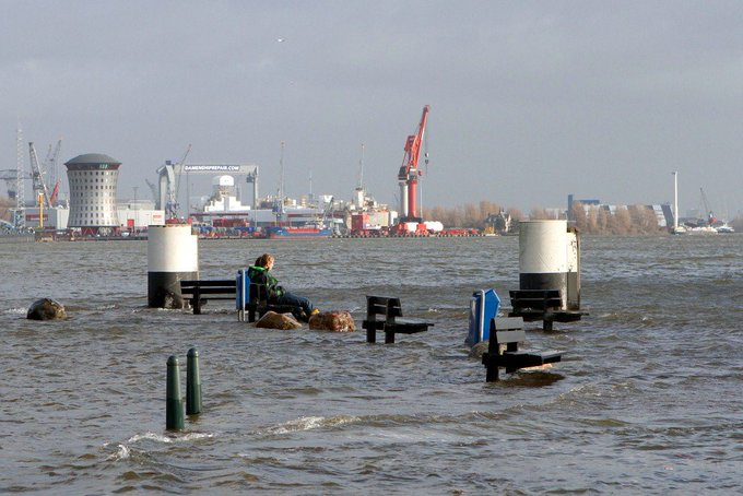 Hoogwateralarmering in Maassluis van kracht https://t.co/6mS1xjGdnf https://t.co/Gbdl3N6RmN