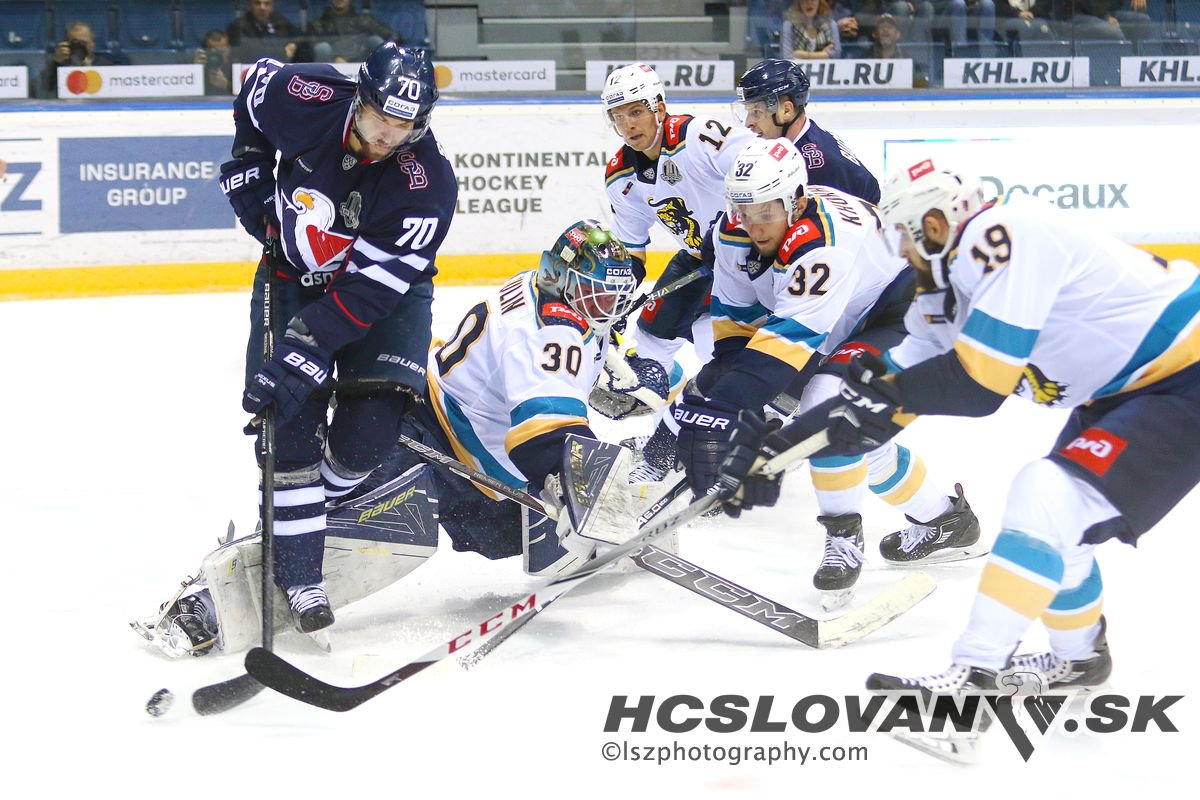 Game day! #hcslovan begin their 5-game streak on the road today vs @HCSOCHI. FOT 5:30 PM CET. @khl #VerniSlovanu https://t.co/67Xw30RIaf