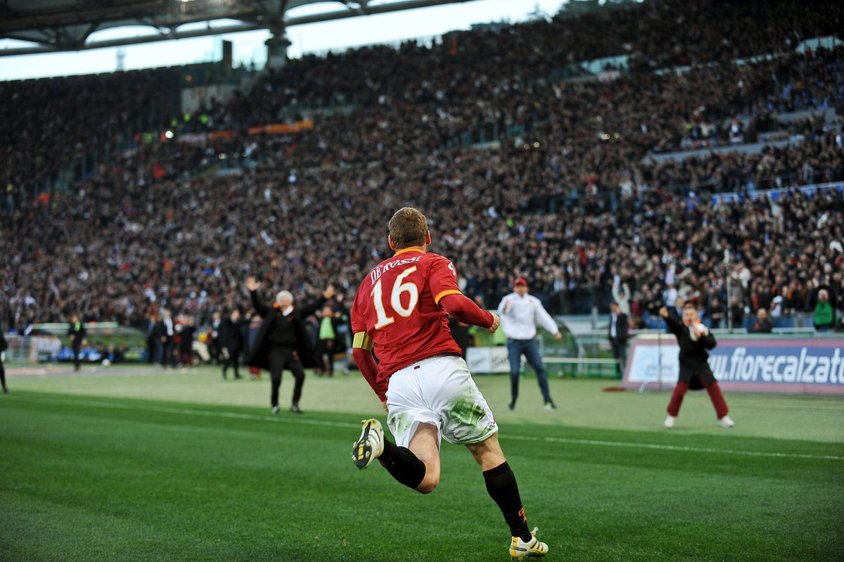RT @ChampionsLeague: Daniele De Rossi = Giallorossi  hero 💪  #UCL https://t.co/WqNydcFPTv