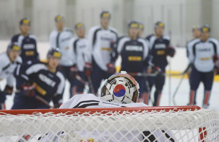 Koreas to form unified ice hockey team, march together in Winter Olympics https://t.co/5qYsXThD00 https://t.co/jVhOdoXQYk