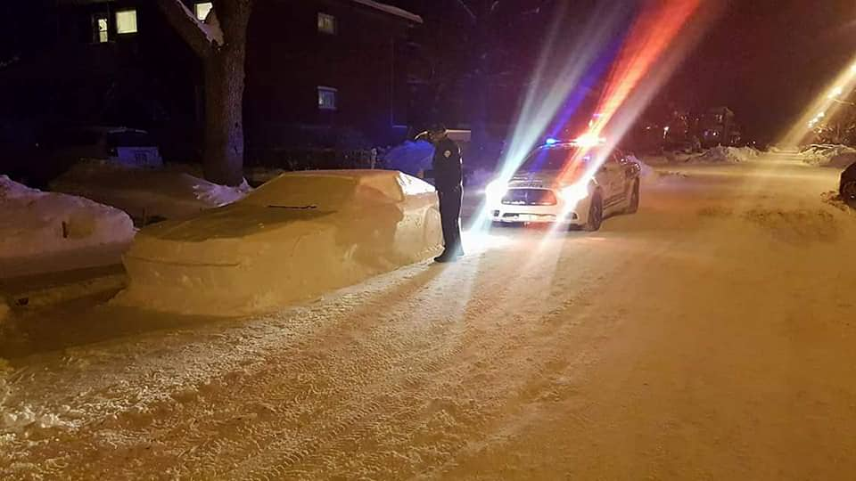 Clever Canadian fools cops with his snow car: https://t.co/ndZnrnWkLI https://t.co/dPCNWHQhvL