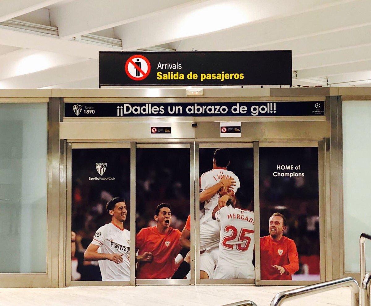 RT @RarrochaR: A la salida de los pasajeros en el aeropuerto de Sevilla: ¡¡Dadles un abrazo de gol!! https://t.co/6JoTHEEutz