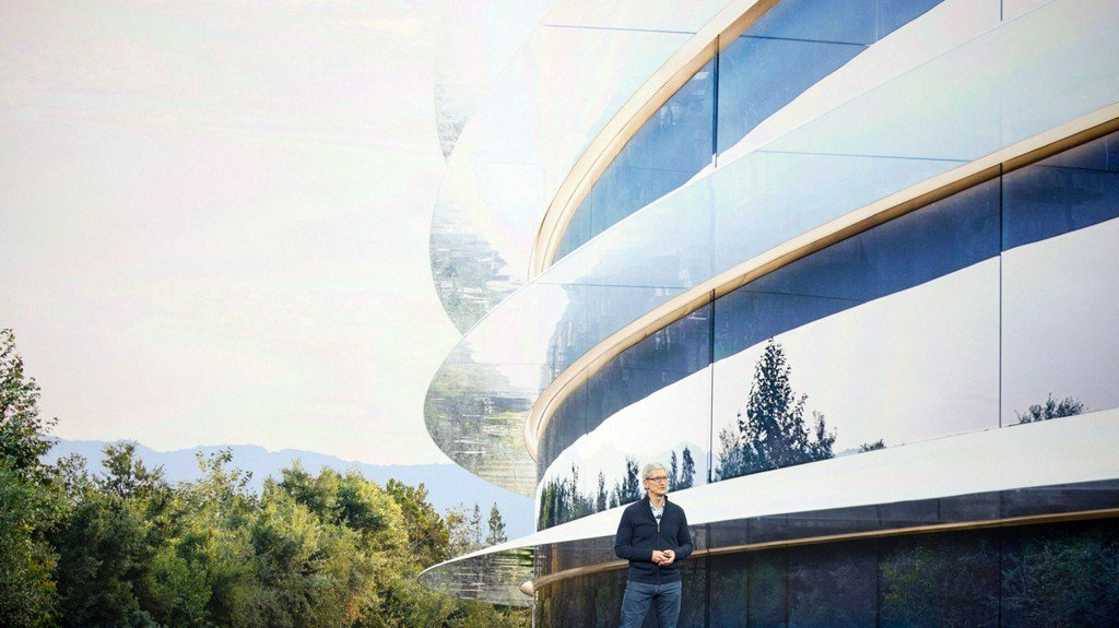 test Twitter Media - Apple to build another campus, hire 20,000 in $350B pledge https://t.co/FmAqhPHwGi https://t.co/vcElcRDvsU