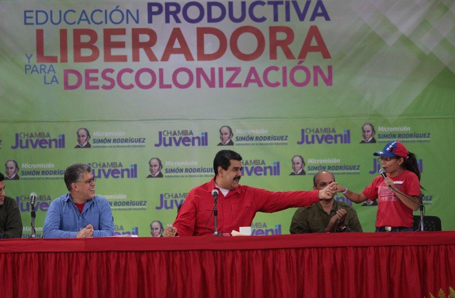 Presidente @NicolasMaduro Llama a renovar la Revolución en el campo educativo #MaestrosYMaestrasPorLaPatria https://t.co/LPuvocJGGu