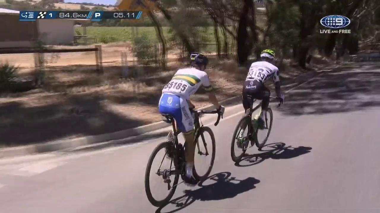 He's gone for it again!! @SubaruAustralia KOM leader @nich_dlamini is in a two-man breakaway with @scottbowden95 as they move towards the KOM mark for the day.  #TDU https://t.co/3lxduuqSFm