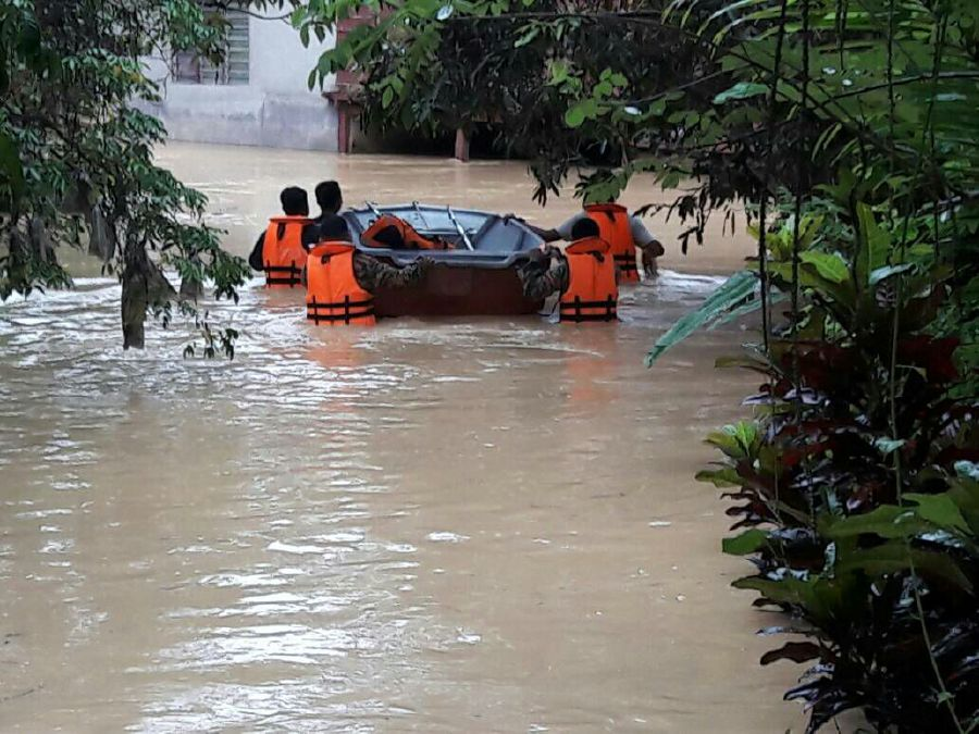 Raub hit by floods again as Sungai Lipis bursts banks