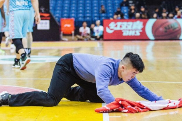 The Chinese basketball court cleaner whose work ethics propelled him to fame - ASEAN/East Asia