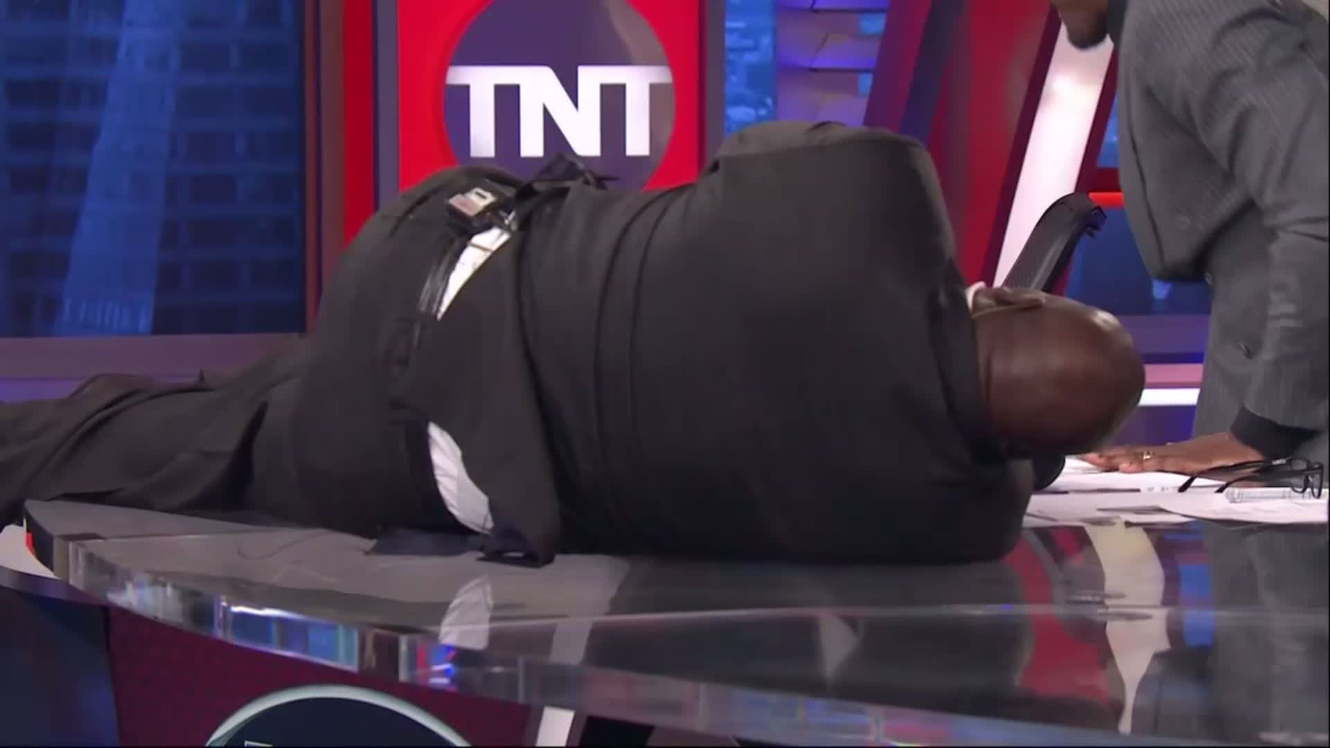 Apparently @SHAQ does his own stunts... ������  #PlayersOnly https://t.co/AN4GcSRYCK