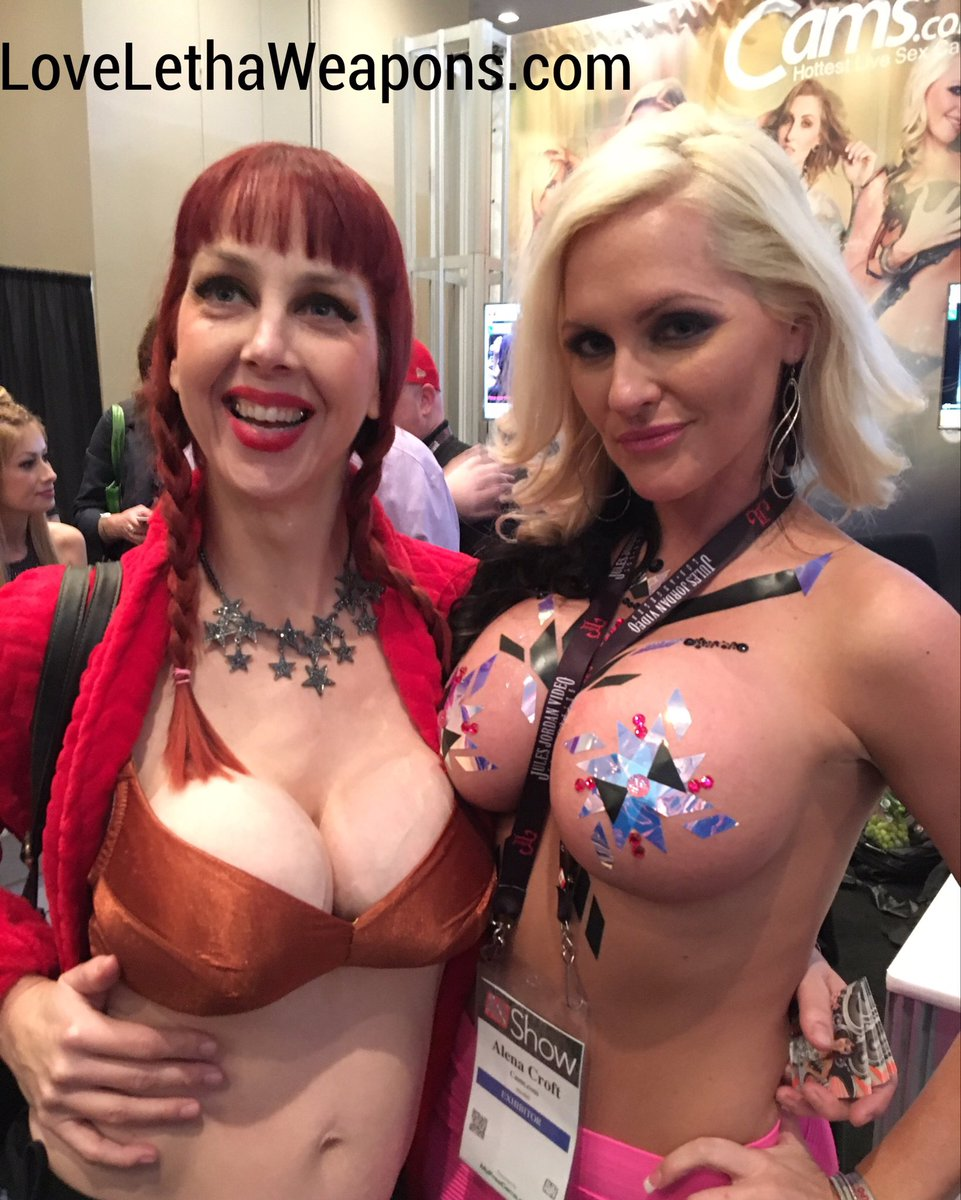 I also Ran into Alena Croft at the convention Ijvqq49qeC
