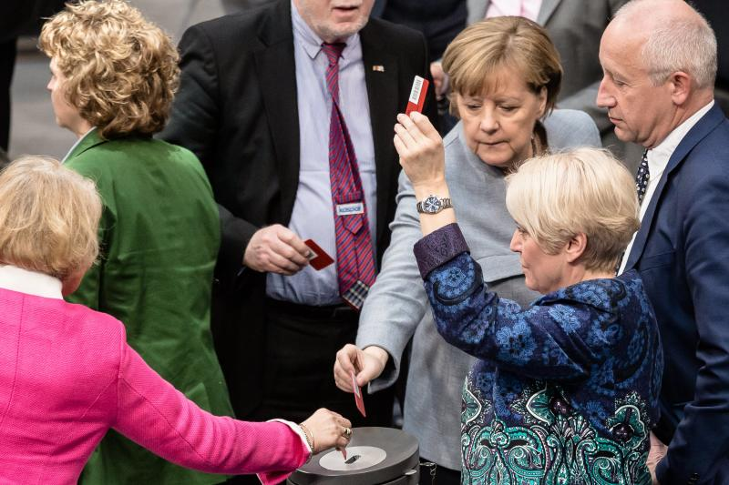 German Parliament votes to sharply cap refugee family reunions