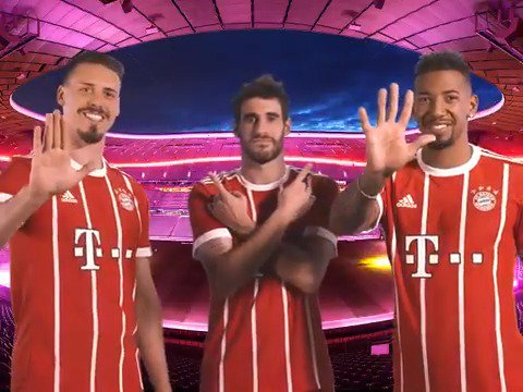 RT @FCBayern: High Five! 🖐 5x2 Tickets für den Ligagipfel #FCBS04 zu gewinnen! --> https://t.co/mAe2PWR0wb https://t.co/s2Y4v89NrV
