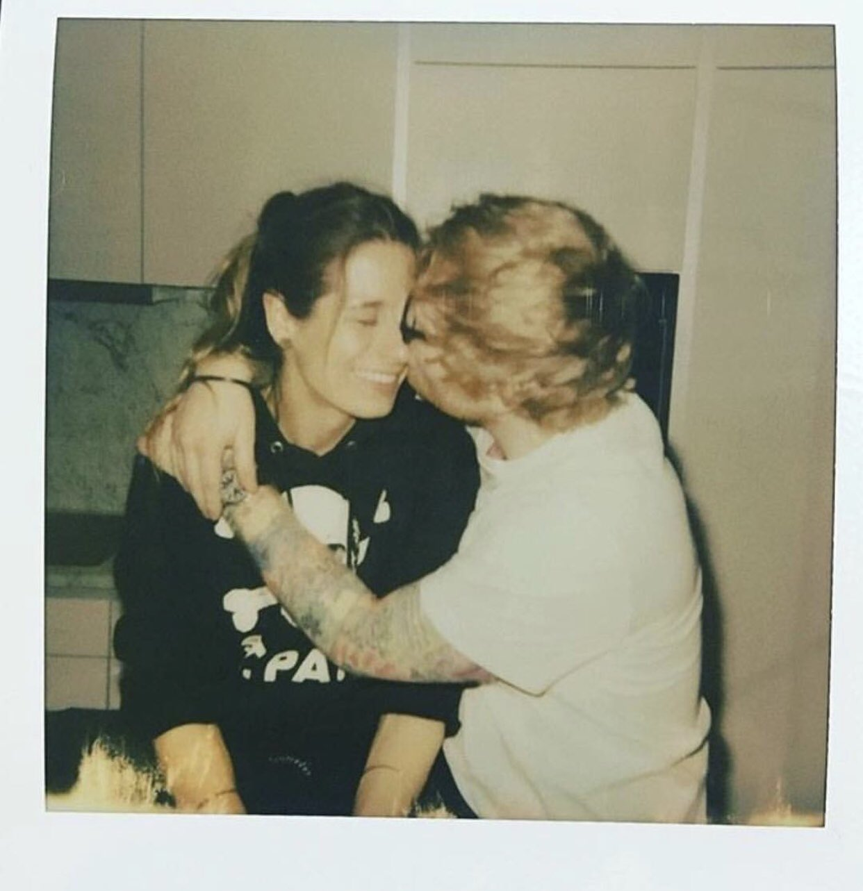 Omg, @edsheeran is engaged and my heart can barely take it ���� https://t.co/sNYdfxTghK