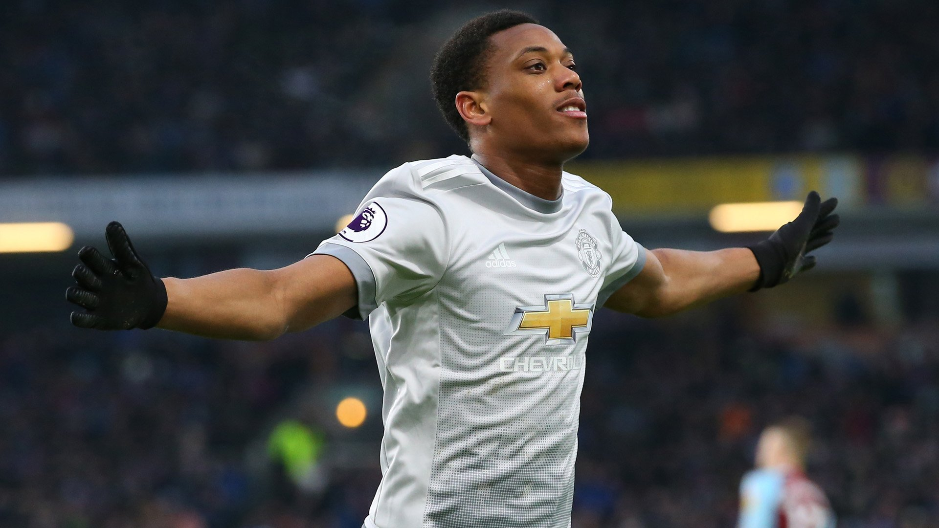 REPORT: Burnley 0-1 Man Utd: Anthony Martial strike gives Man Utd narrow win. https://t.co/3pgagihF33 https://t.co/Dqd0xoyTGD