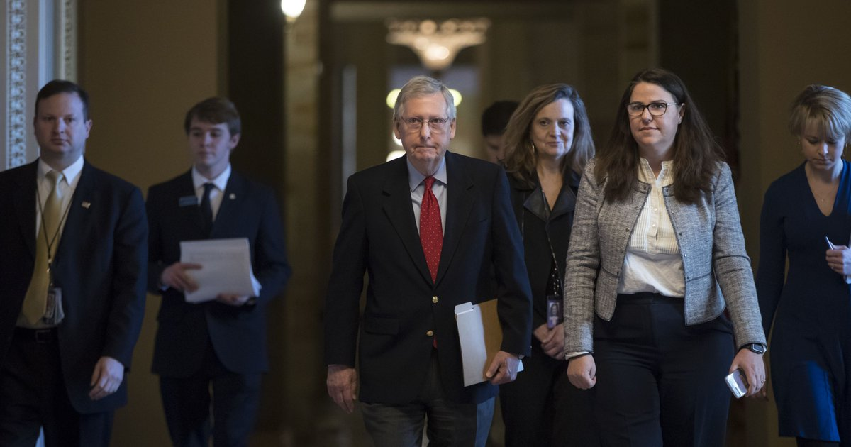 Congress convenes rare Saturday session with no solution in sight to end shutdown https://t.co/xLY6HsG64i https://t.co/SlFuc1dHh8