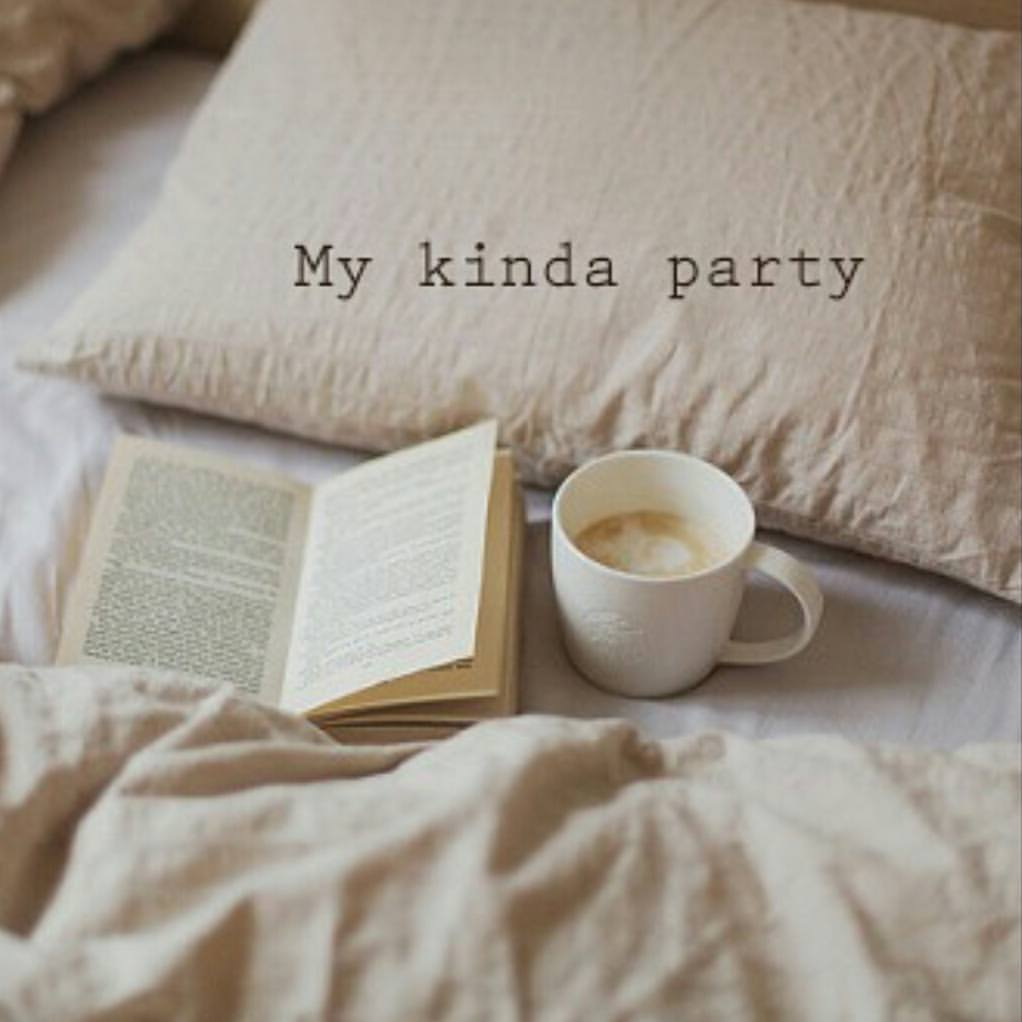 RT @thelaceylondon: Who's with me?  #amwriting #amreading #SaturdayNight https://t.co/5uhHc8LkxL