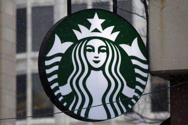Knife-wielding man robs NE Portland Starbucks, police say