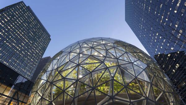 If Chicago lands Amazon's HQ2, will scores of residents be priced out of their neighborhoods? https://t.co/njwTi65bHe https://t.co/l3tw2ArKn3