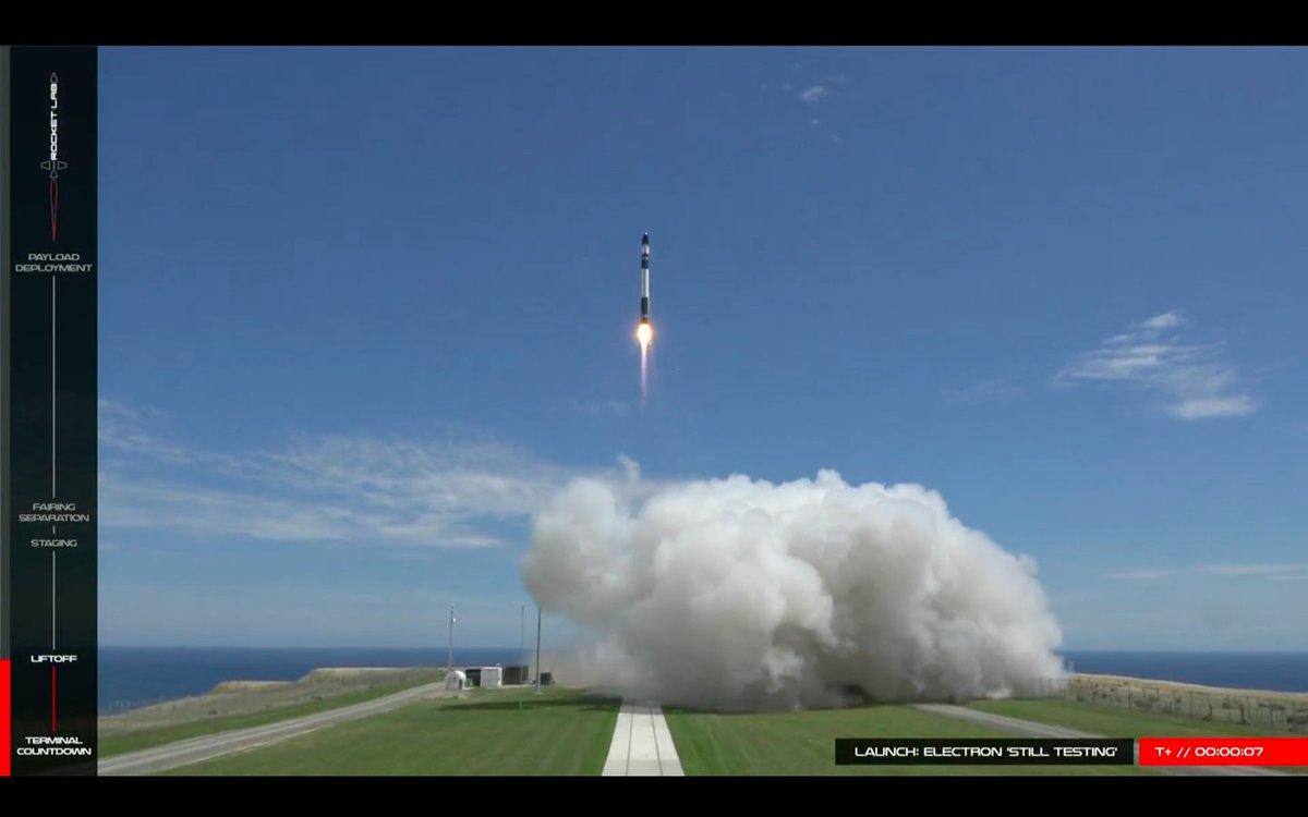 Liftoff of Rocket Lab's Electron rocket on its second test flight! https://t.co/cv6AWoiu0J https://t.co/pXsMlgCudv