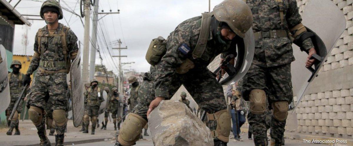 Protesters, police clash at roadblocks in Honduras. https://t.co/5ya9n678LT https://t.co/l5bTXVmUZz