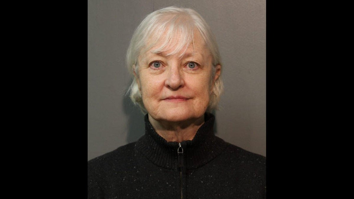 """""""Serial stowaway"""" got past 2 TSA agents by hiding her face with her hair, then stayed overnight at O'Hare before sneaking onto a flight to London: prosecutors https://t.co/4QFlSoIOoa https://t.co/IdqY0wZx3e"""