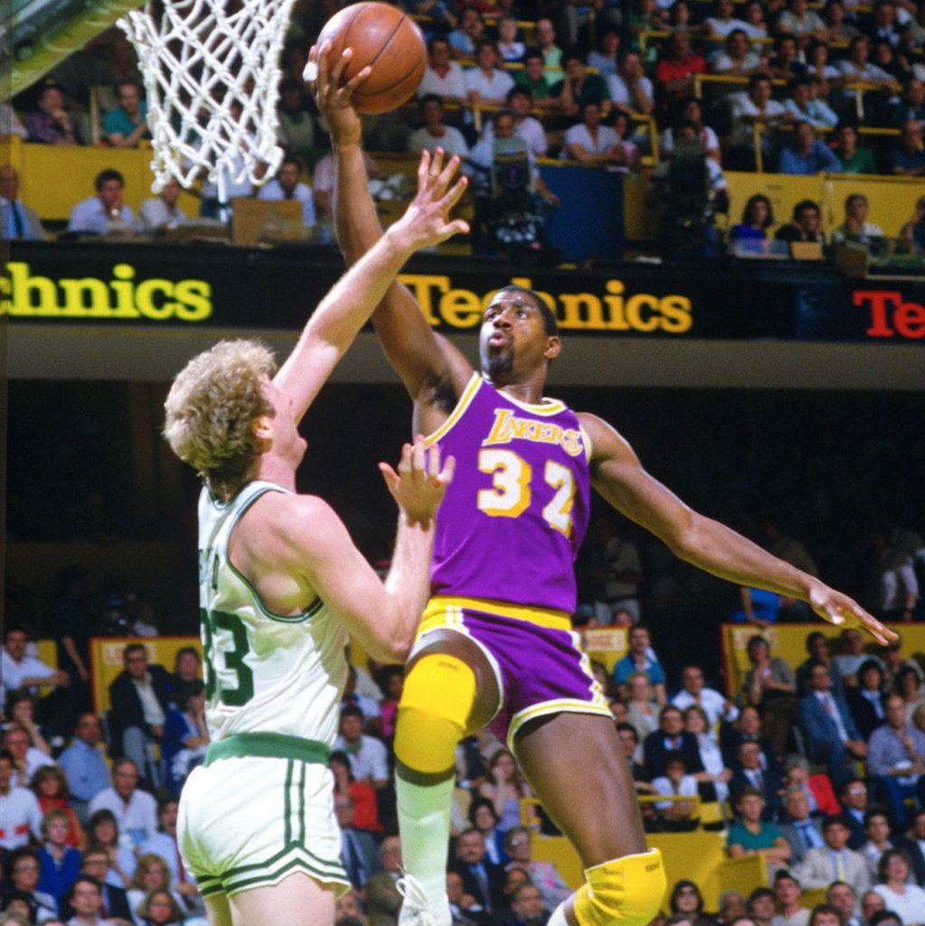 Posting this photo of @MagicJohnson schooling Larry Bird for no particular reason. @Lakers https://t.co/R0SkZ5krCm