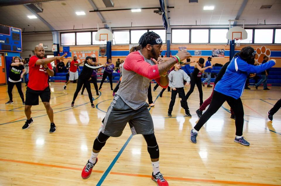"""test Twitter Media - Very successful New Year New Your Fitness Event with @justice4all44, Mayor Katrina Thompson, @getcoachmike, and @traps6_  at Lindop School in Broadview! """"Success does not come from what you do occasionally, it comes from what you do consistently!"""" https://t.co/8Ng9Hqqtx0"""