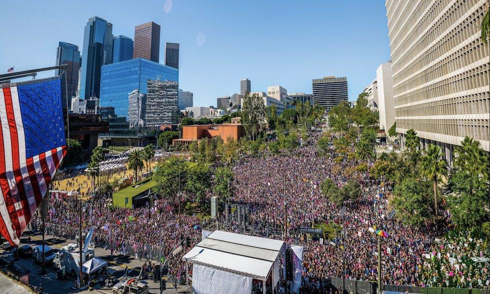Los Angeles Women's March draws 600k in protest of Trump https://t.co/w2tdAKqFRK https://t.co/tfeFgzuNMj