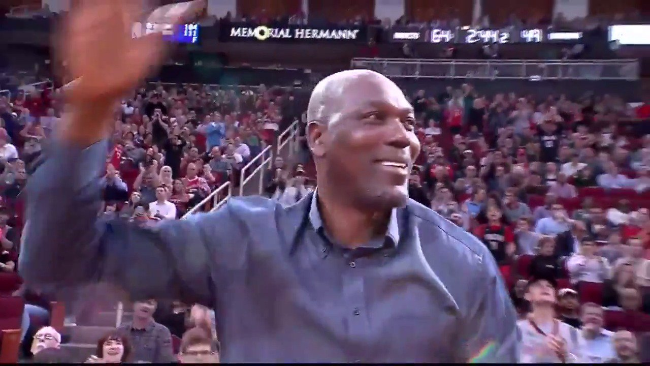 Hakeem gets an early birthday shout out in Houston! ��  #Rockets    ��: #NBAonABC https://t.co/F5qqaJuPAi