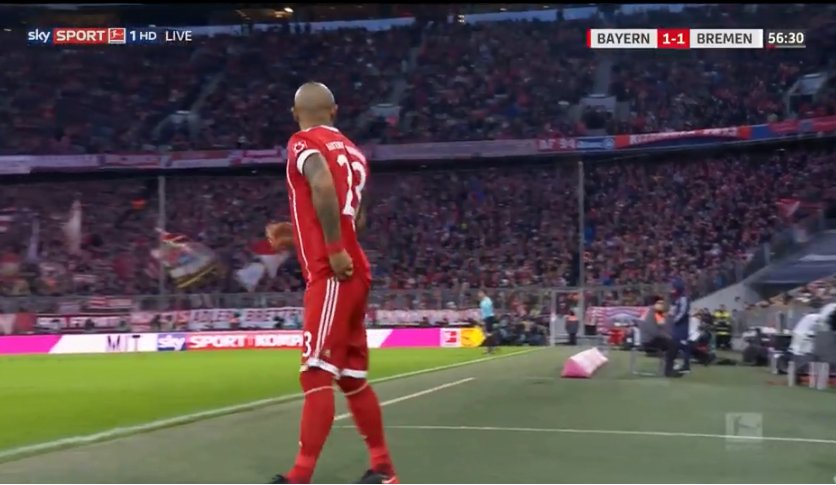Vidal comes on for Martinez - Coman on for Robben https://t.co/bJ7U3bcbAE