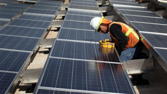 'Data shows solar energy really is a leading American job creator' https://t.co/PsoVPF0CKD https://t.co/lrBo15OGbR