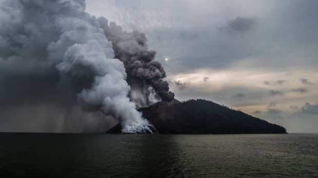 Papua New Guinea volcano erupts in spectacular fashion