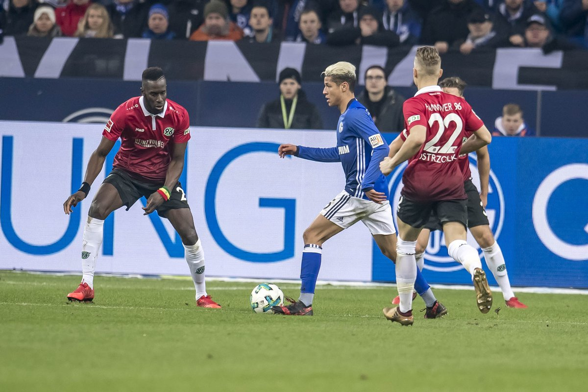#S04 forced to settle for a point after Hannover level late in Gelsenkirchen.     📰 Match report: https://t.co/QUgJ72AMj7 #S04H96 https://t.co/h6zeFu0uiC