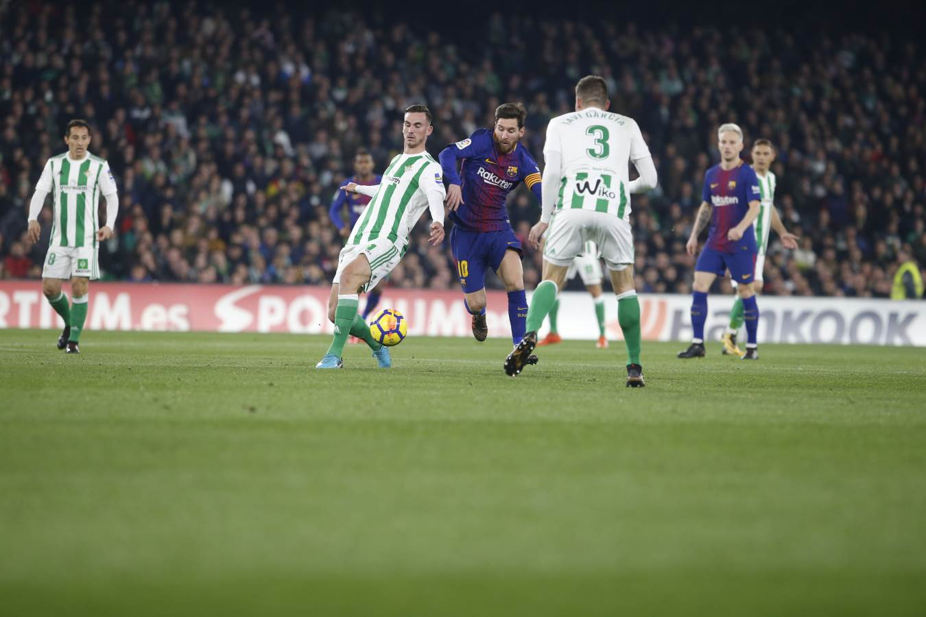 ⏰ Second half is under way at the Benito Villamarín! Betis 0-0 FC Barcelona �� Let's go! ���� #ForçaBarça #BetisBarça https://t.co/VvRXwrfUxC