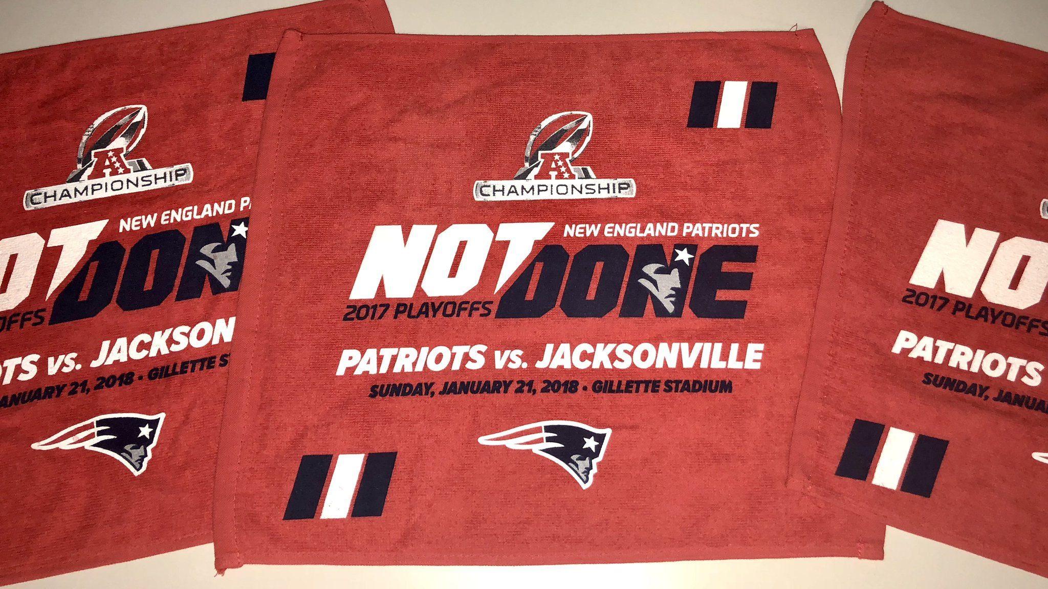 Today's in-stadium giveaway: red glov... rally towels. #NotDone https://t.co/4bH9PQYgd8