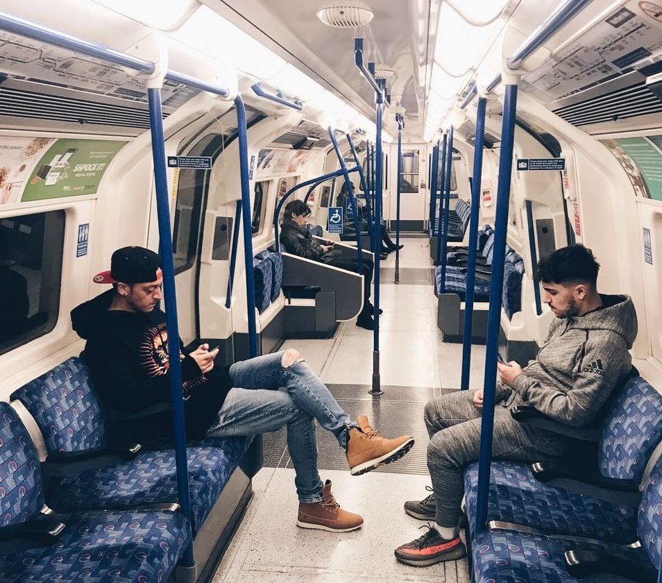 RT @MesutOzil1088: Doing this tourist thing today. Keep calm and mind the gap. 🚇 #London #Underground https://t.co/TZoz14qx6t