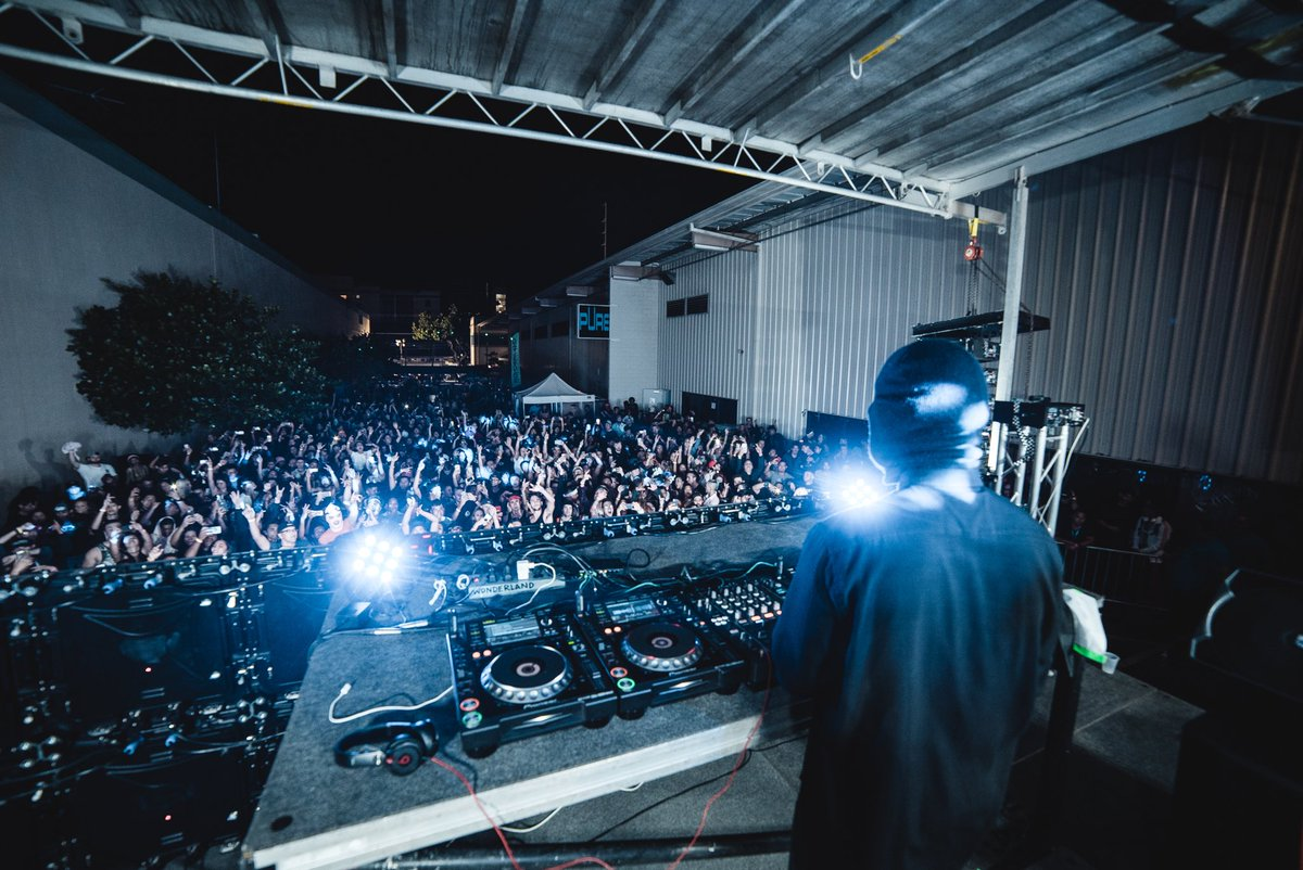 RT @Malaamusic: Amazing party for my very first time in Hawaii last night !!! Thank you 🙌🏼 https://t.co/6fcirRv0CX