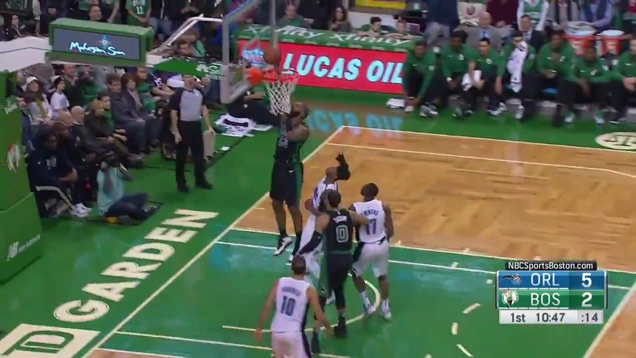 Al Horford with the find!  #Celtics https://t.co/LdQAgJgEvo