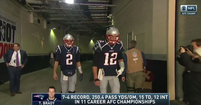 No glove on for Tom Brady as he runs out onto the field   #NFLPlayoffs https://t.co/M1060YsXq7