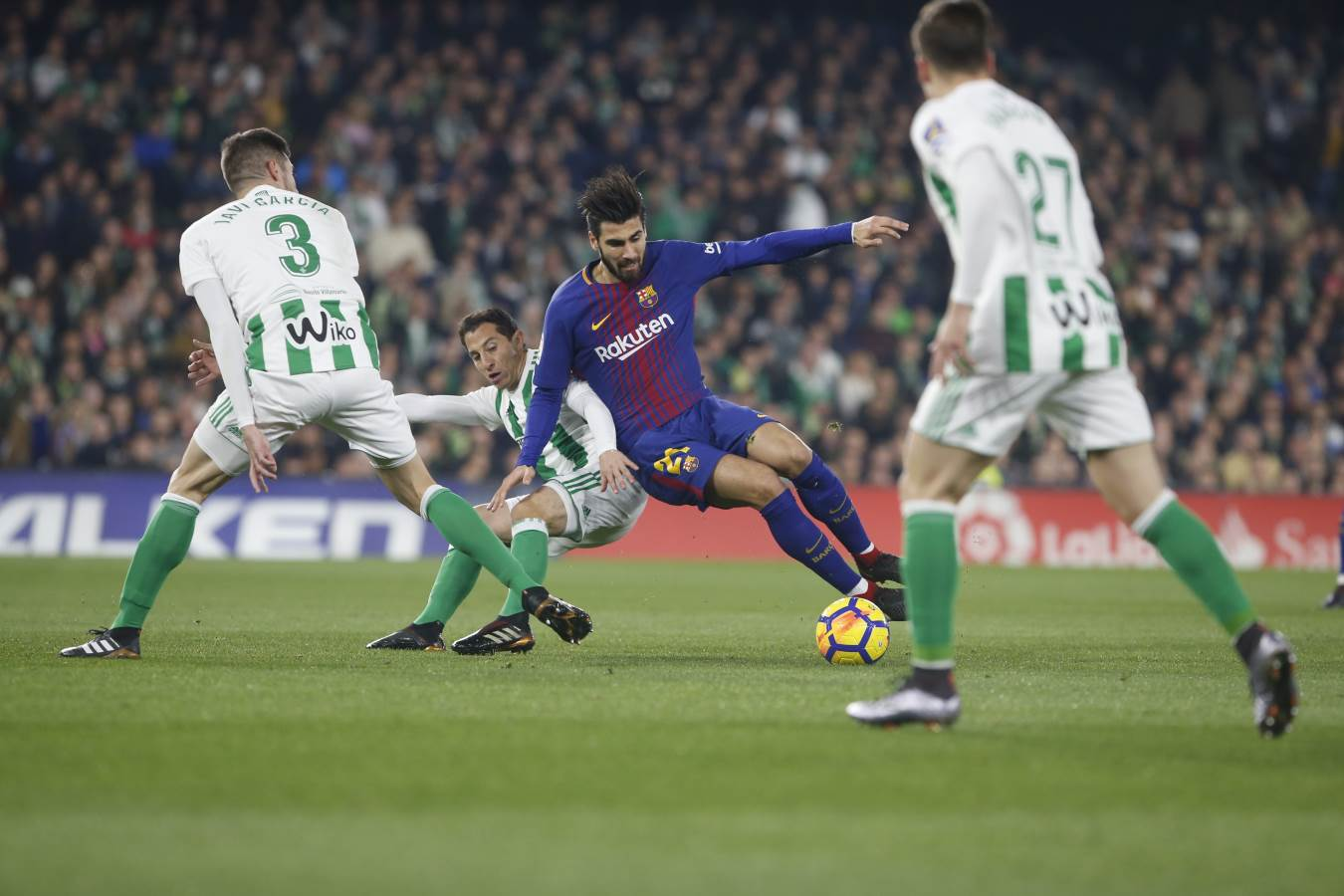 18: Plenty of intensity from both teams so far. Come on Barça! (0-0) #BetisBarça https://t.co/funPK5MoGo