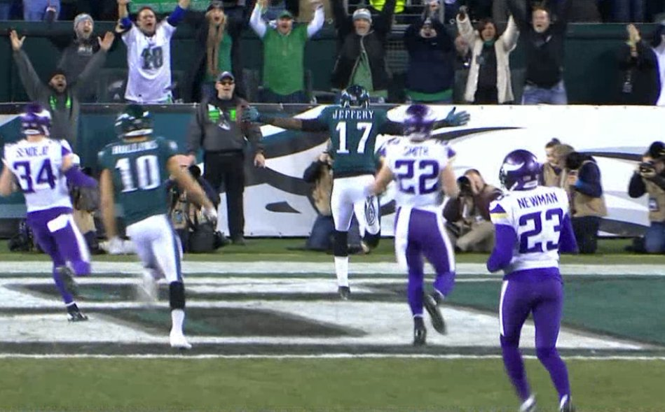 The Eagles extend the lead!   Nick Foles finds Alshon Jeffery and now Philly is up, 21-7. https://t.co/Qbnihb7zK9